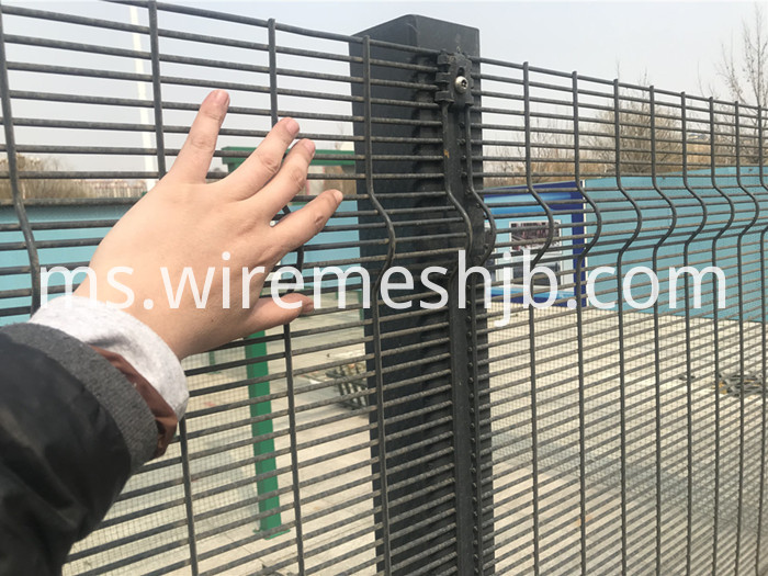 Security Mesh Fencing
